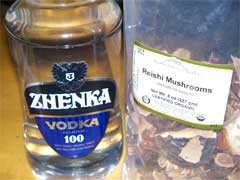 Ganoderma extract made with dried reishi mushrooms and vodka